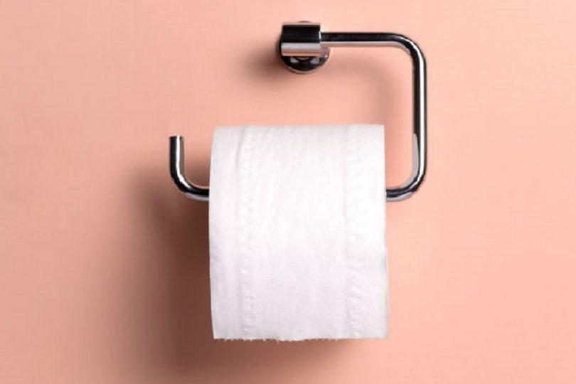 hoe hangt de toiletrol goed