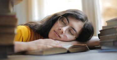 slapen vrouw weetjes dromen