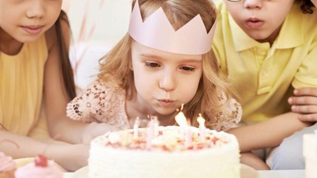 kaarsjes verjaardagstaart